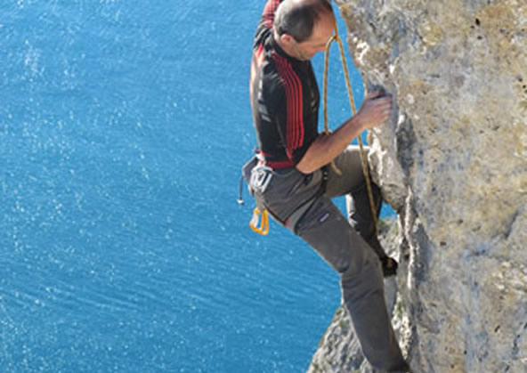 Falesia di Capo d'Uomo e vie d'arrampicata