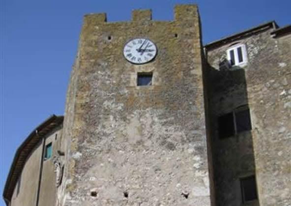 Capalbio - la Porta a doppio arco