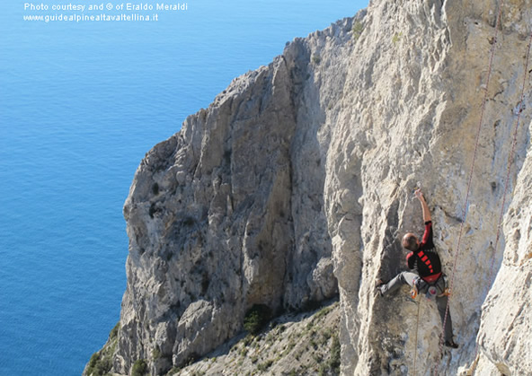 Cliff of Capo d'Uomo and climbing routes