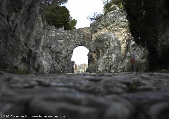 Saturnia - Porta Romana